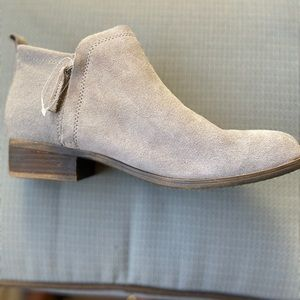 Toms tan suede ankle flat boots